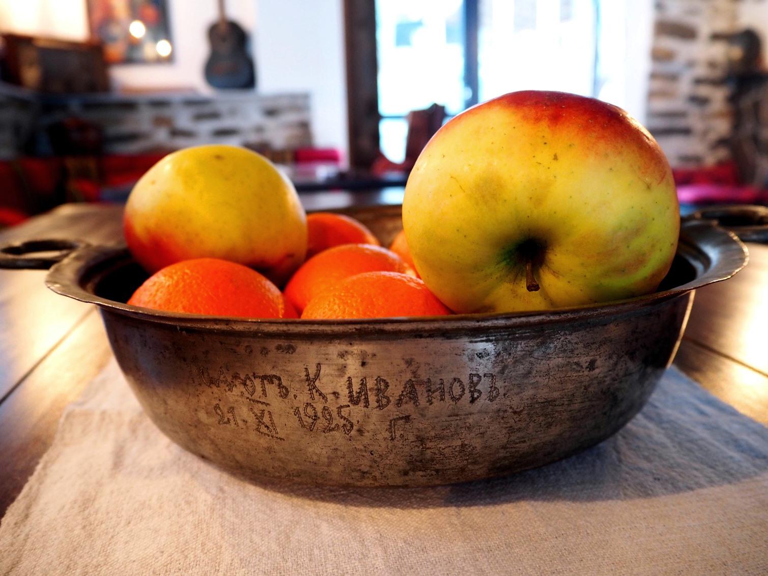Стар панер с плодове