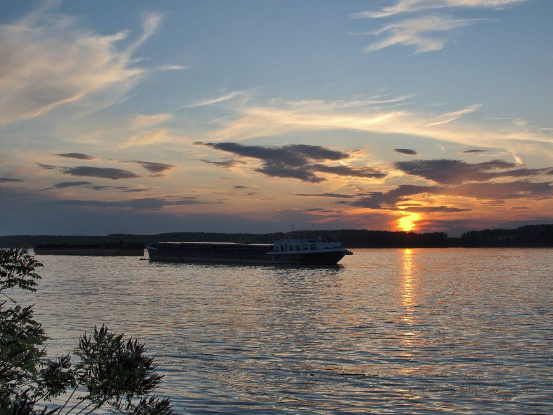 Кораб плава по р.Дунав