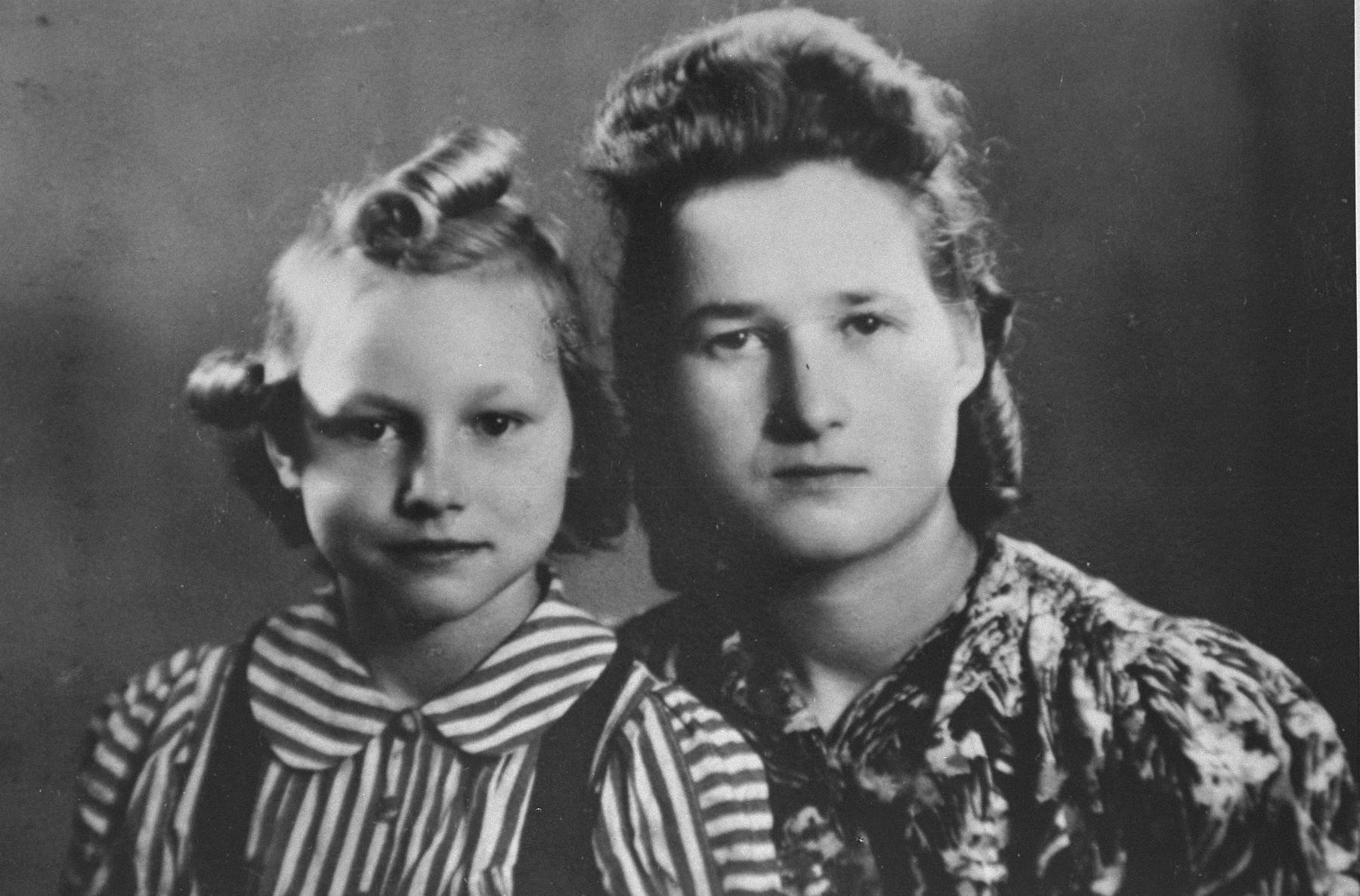 Стефания и Хелена Подгорски, 1944 година