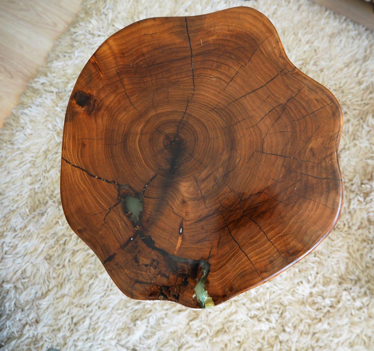 Маса от парче дърво