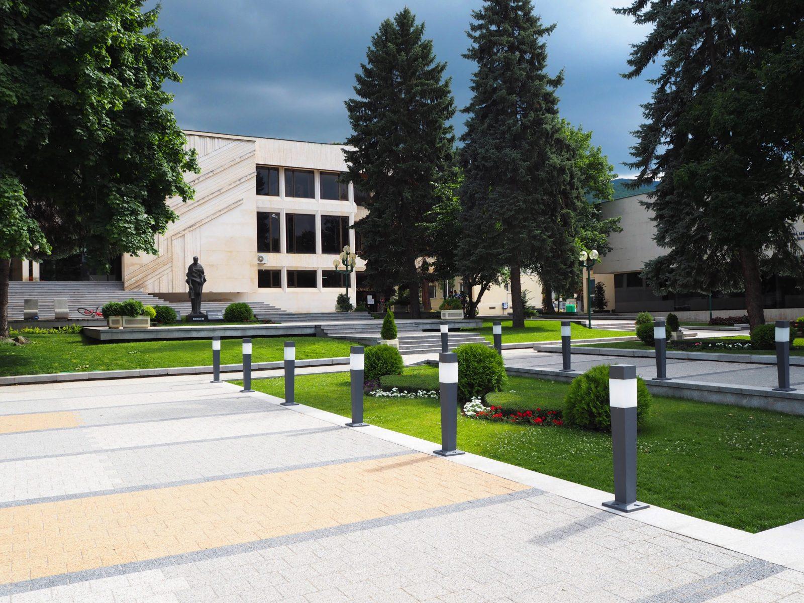 В центъра на град Правец