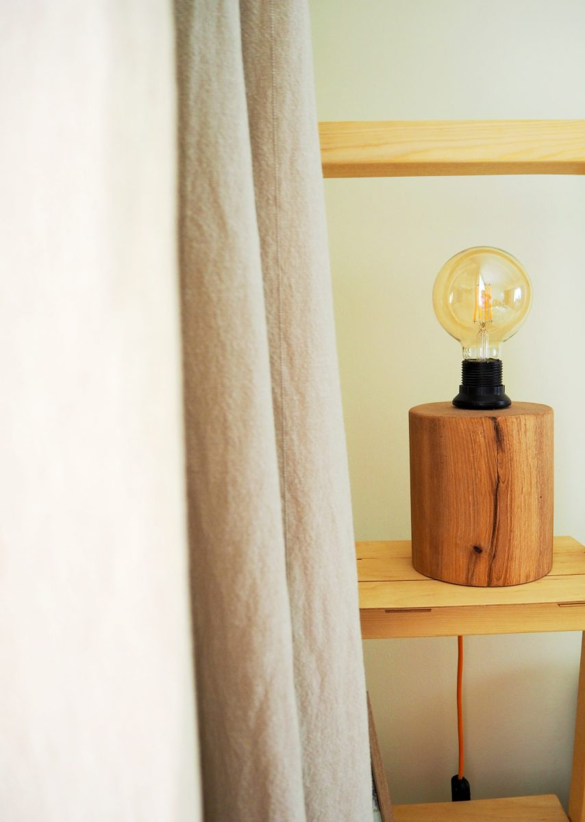 Природата вкъщи: лампа от дърво
