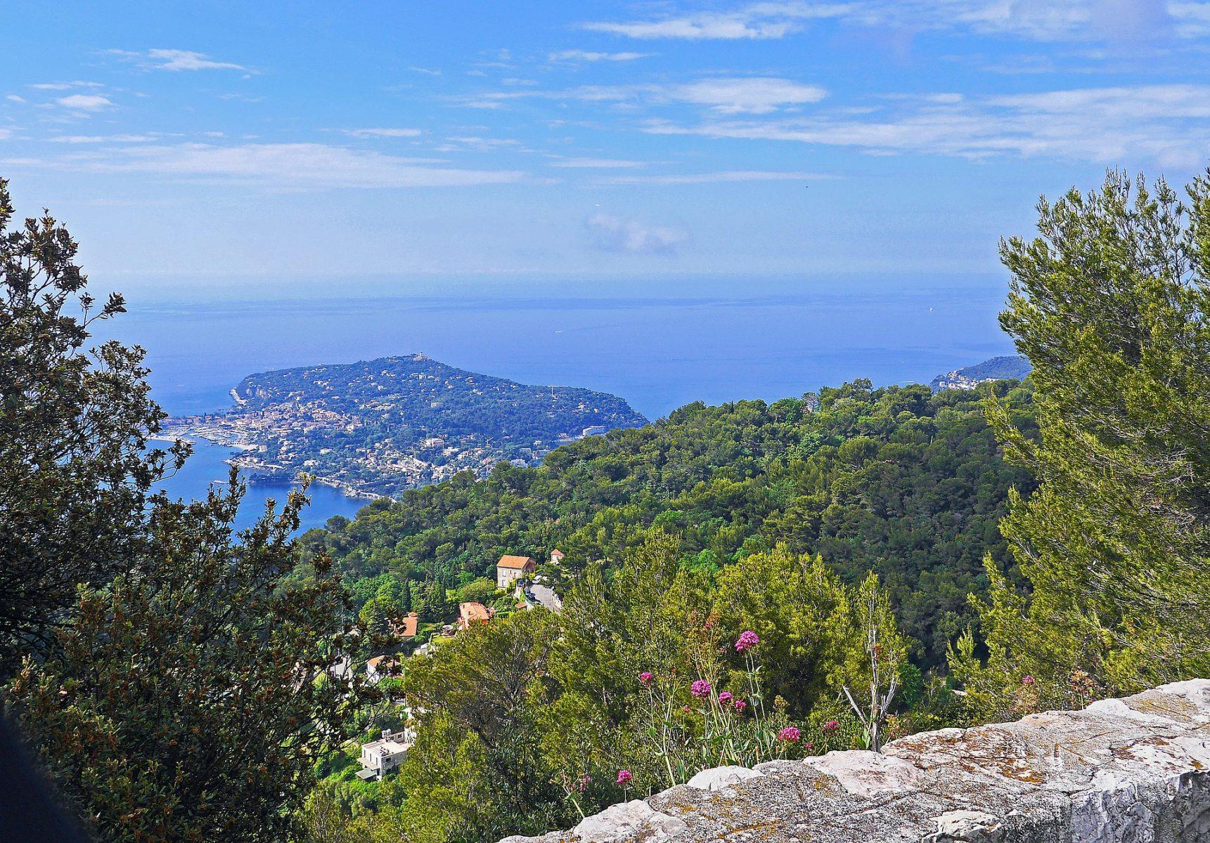 Гледка към Средиземно море, Лазурният бряг