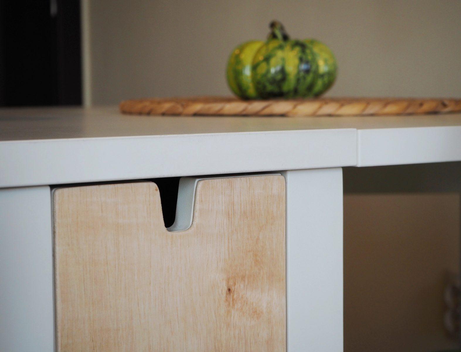 Мебели: кухненска маса